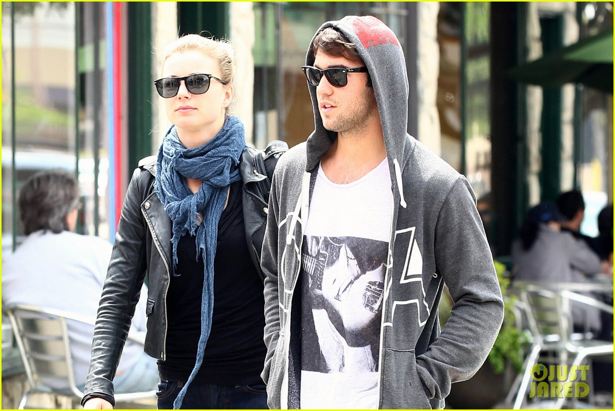 emily vancamp little doms with josh bowman 09