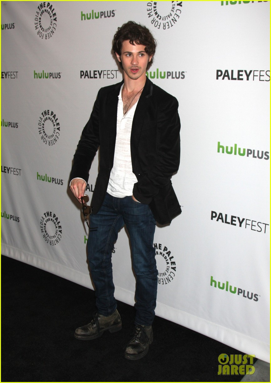 emily vancamp revenge cast at paleyfest 18