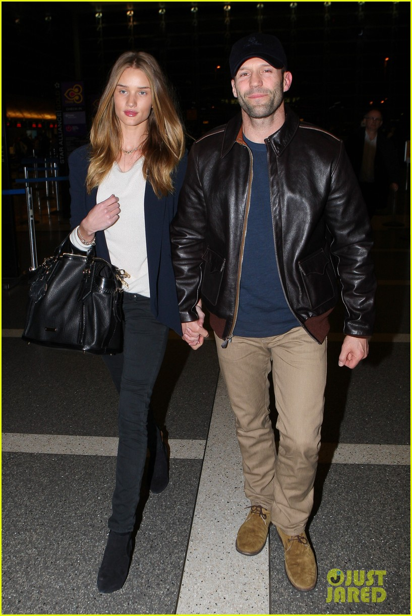 rosie huntington whiteley jason statham holding hands lax 07