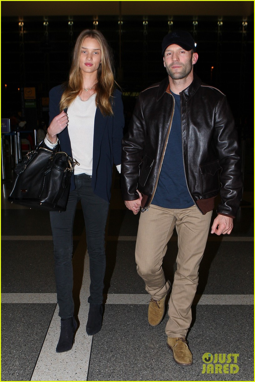 rosie huntington whiteley jason statham holding hands lax 09