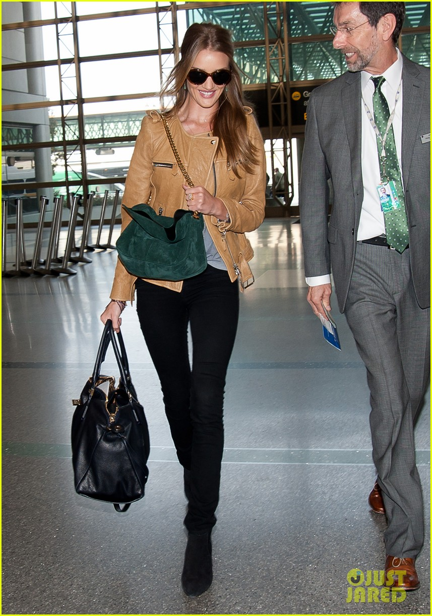 rosie huntington whiteley smiles lax 04