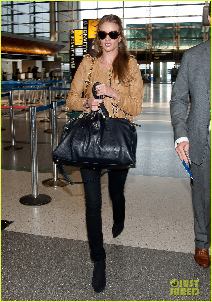 rosie huntington whiteley smiles lax 052643860