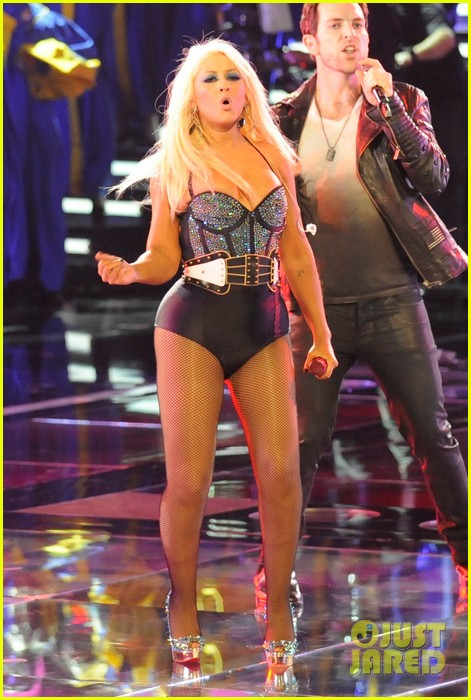 christina aguilera fighter the voice 10
