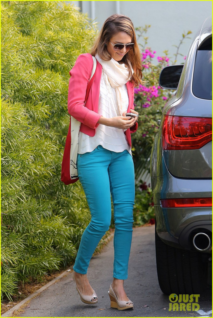 jessica alba pretty in pink 102655247