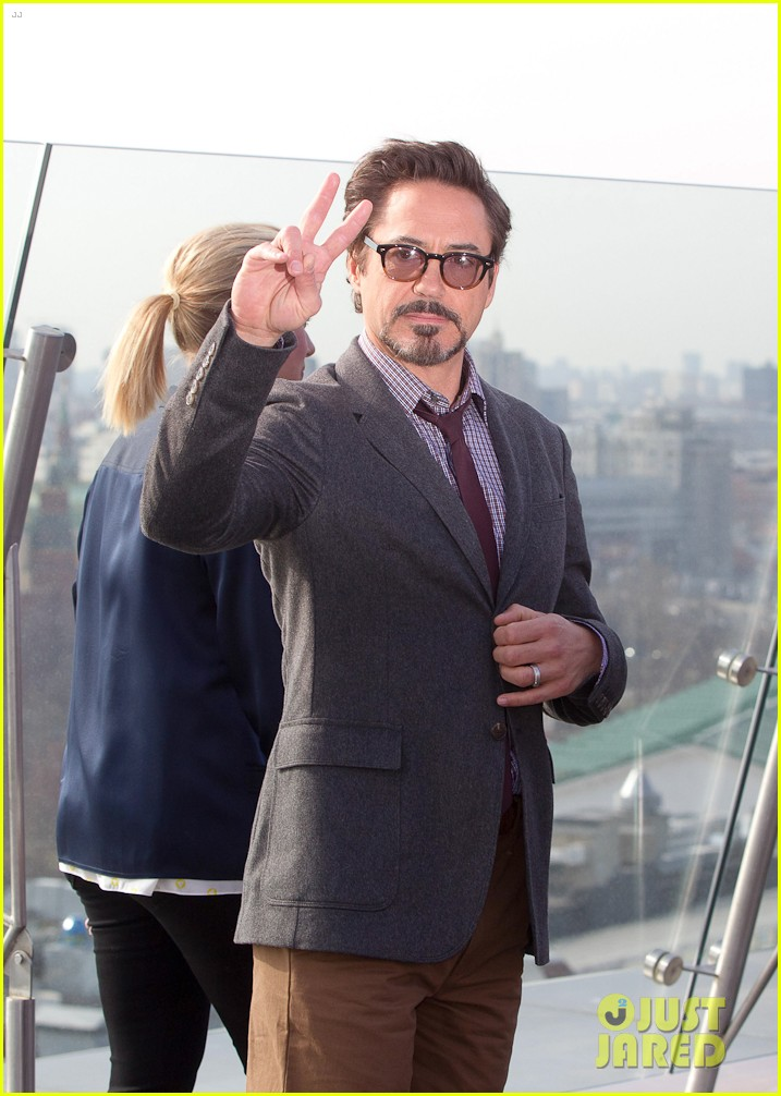 avengers cast photocall moscow 04