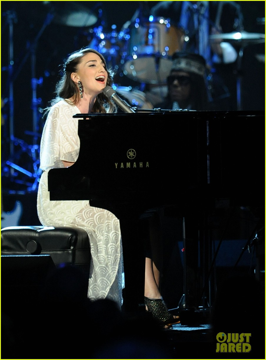 sara bareilles rock and roll hall of fame induction 042649104
