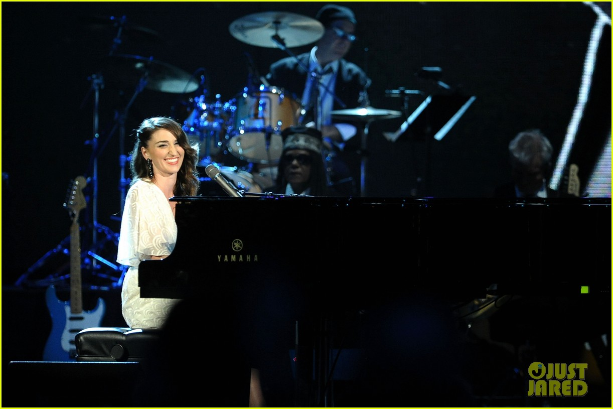 sara bareilles rock and roll hall of fame induction 062649106