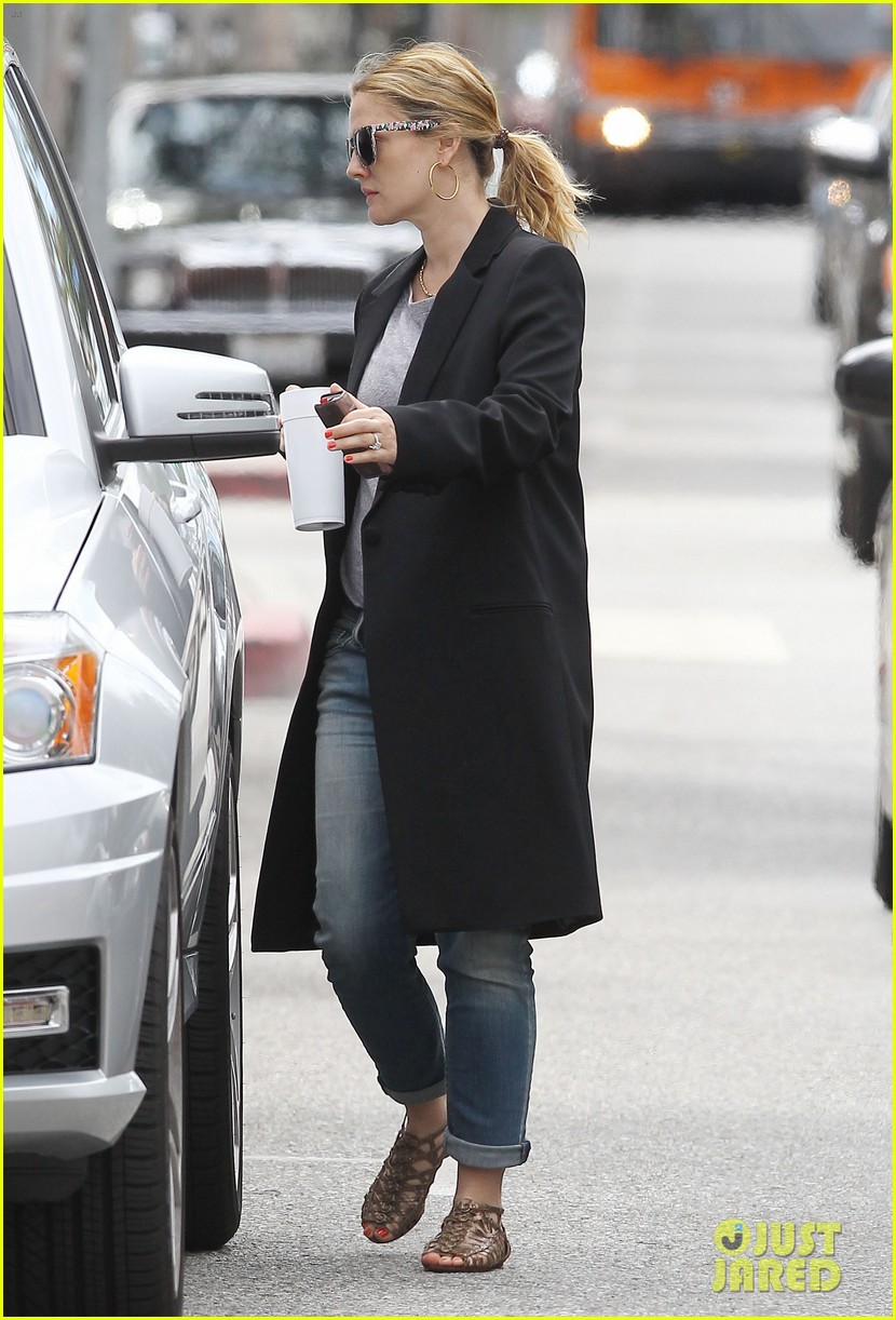 drew barrymore leaving office 032654192