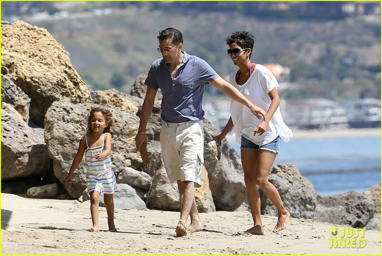 halle berry olivier martinez malibu beach time with nahla 012646502
