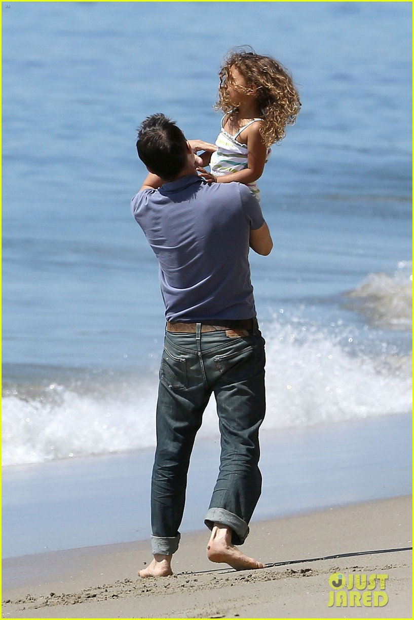halle berry olivier martinez malibu beach time with nahla 03