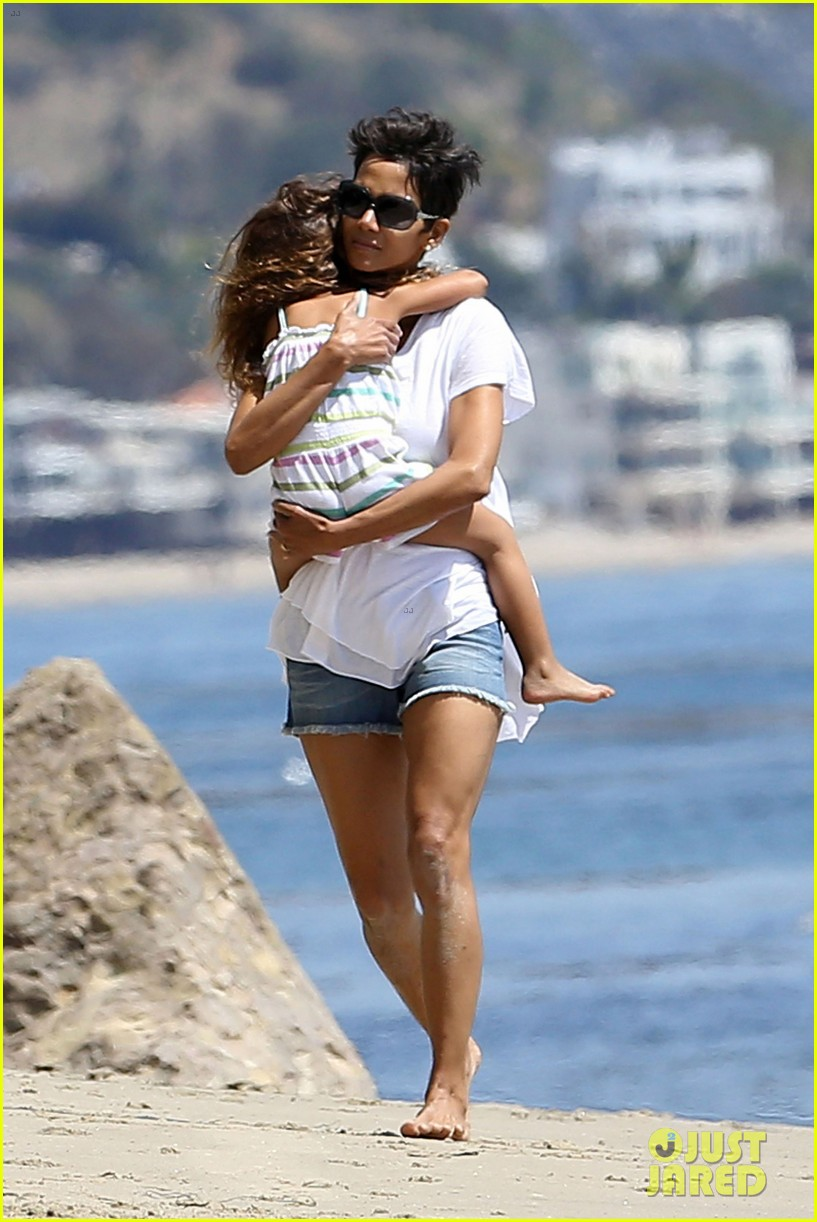 halle berry olivier martinez malibu beach time with nahla 042646505