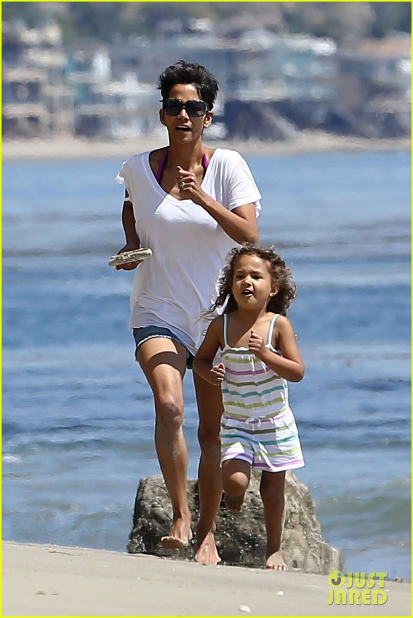 halle berry olivier martinez malibu beach time with nahla 21