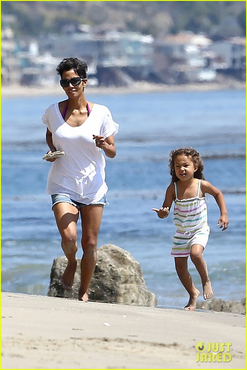 halle berry olivier martinez malibu beach time with nahla 242646525