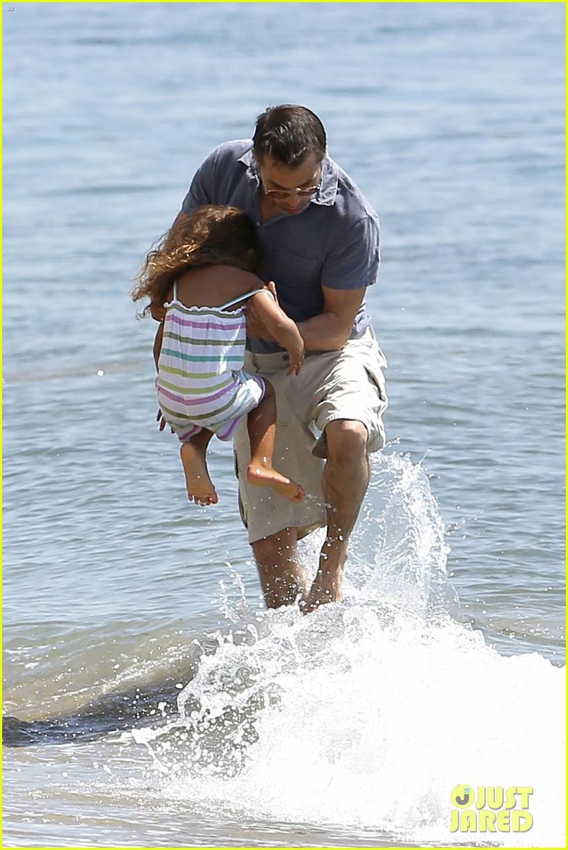 halle berry olivier martinez malibu beach time with nahla 26