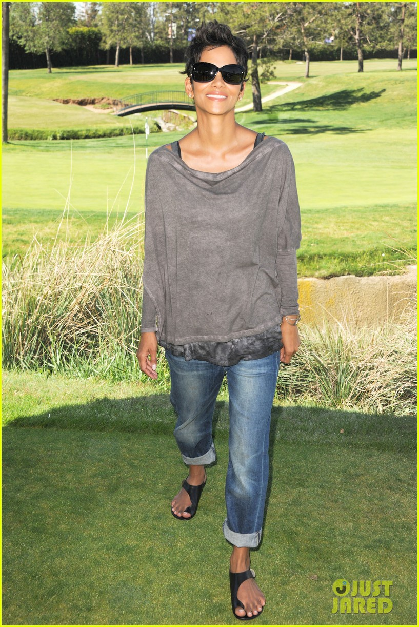 halle berry golf classic 082649717