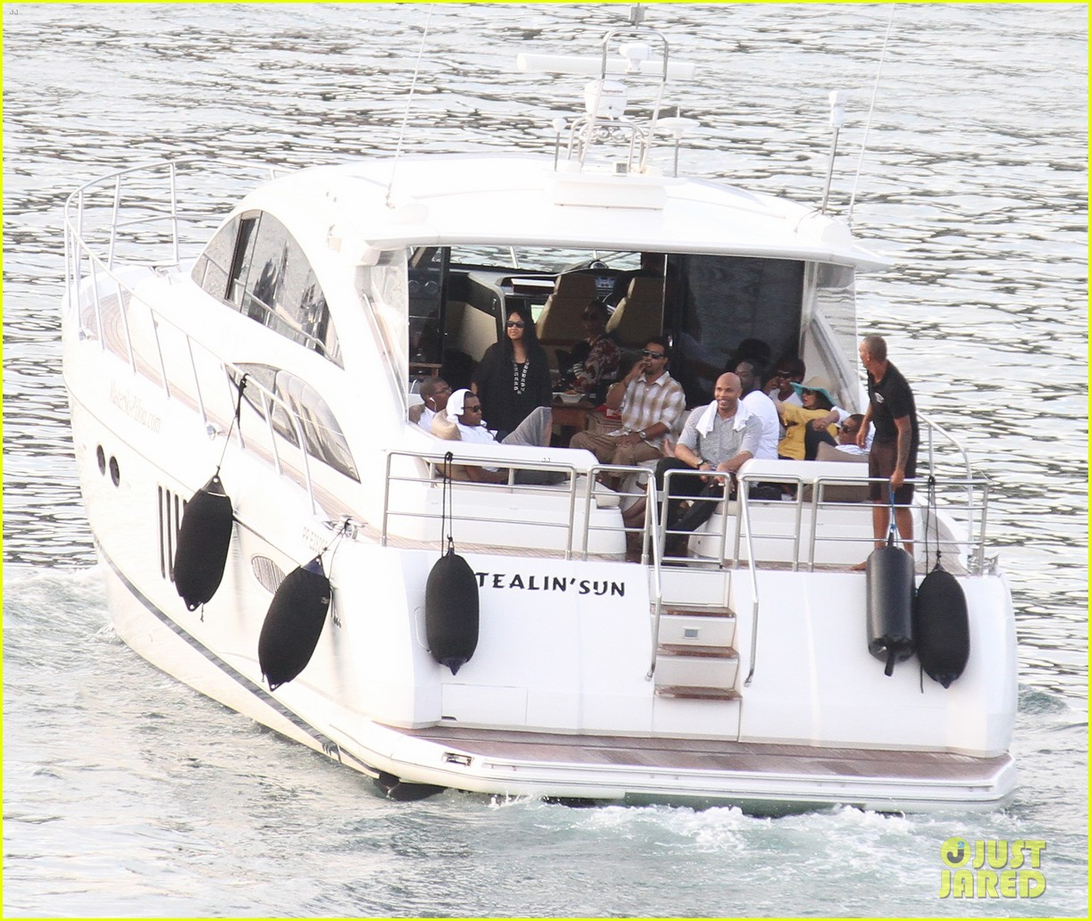 beyonce jay z boating blue ivy 022646892