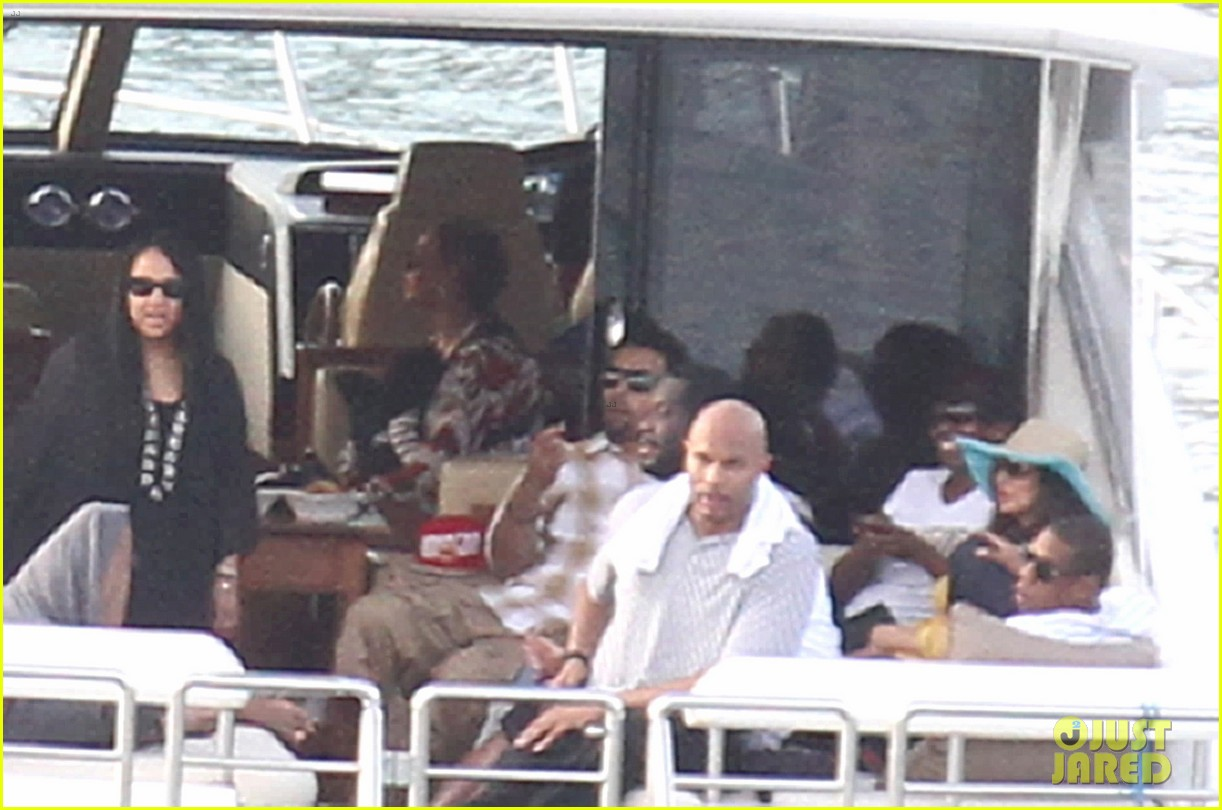 beyonce jay z boating blue ivy 072646897