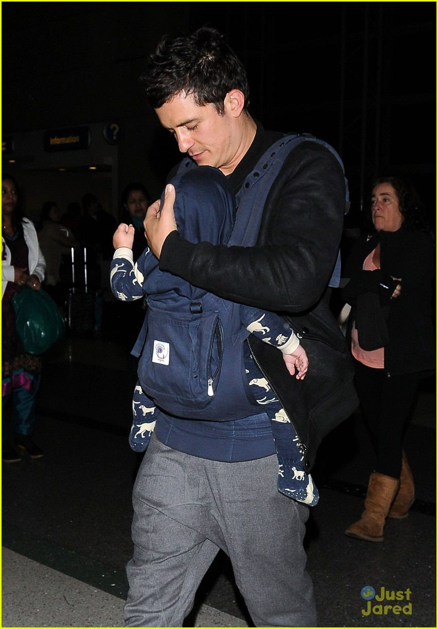 orlando bloom flight with flynn 05