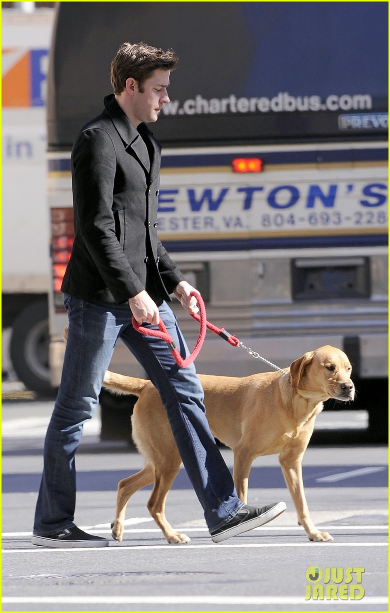 emily blunt dog walker 01