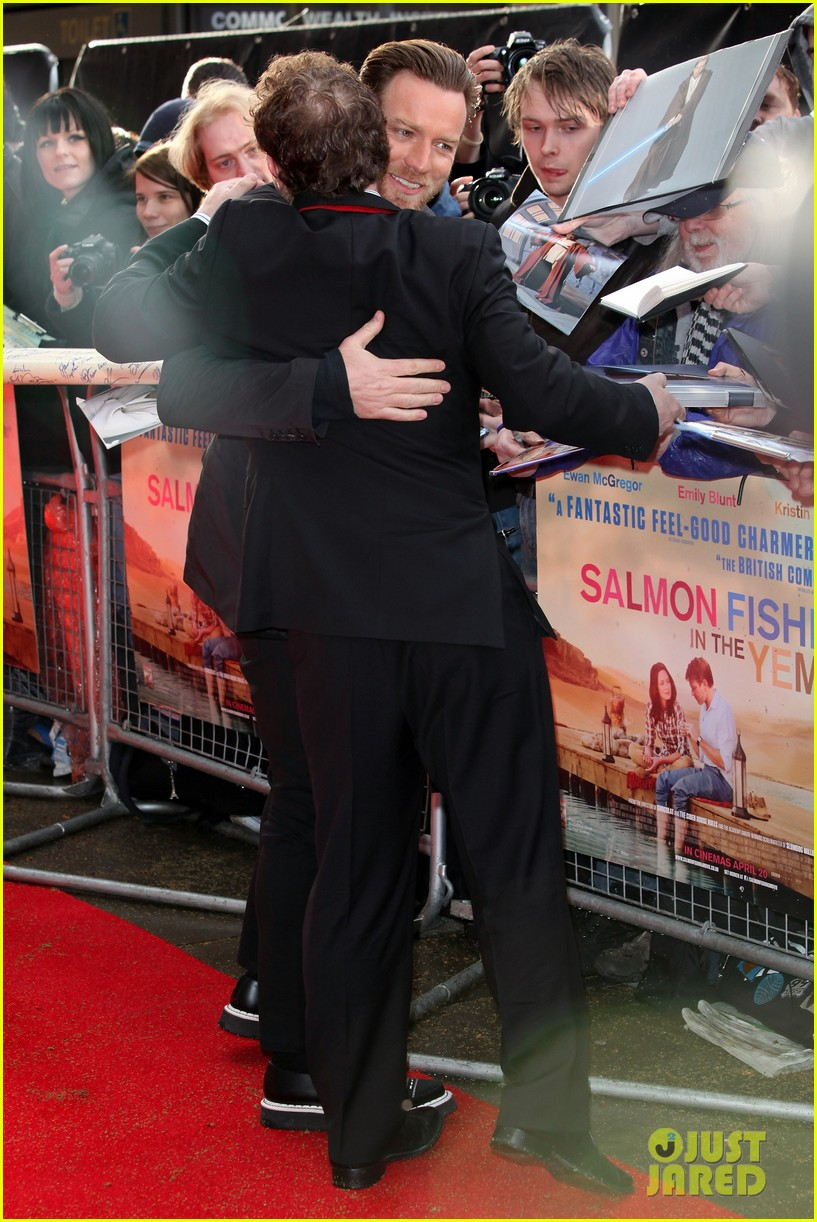 emily blunt salmon fishing london premiere 10