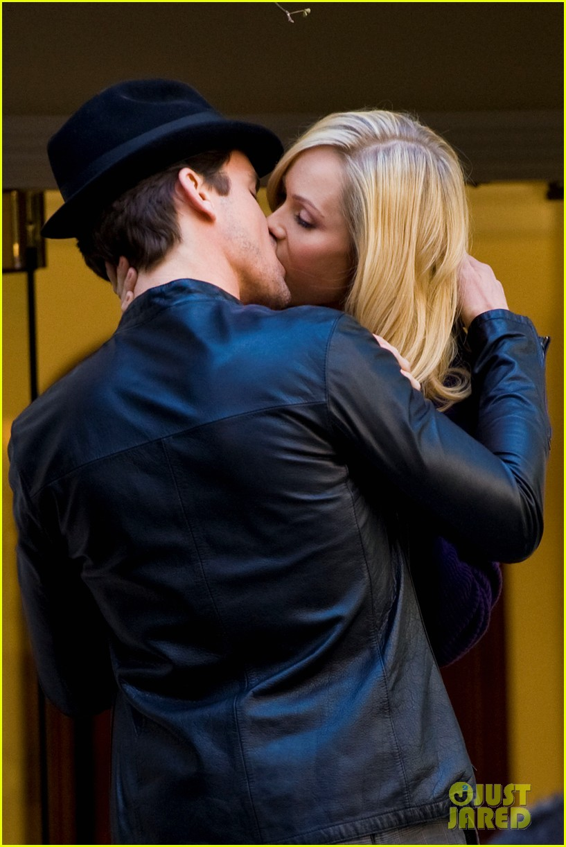 matt bomer laura vandervoort kiss for white collar 04