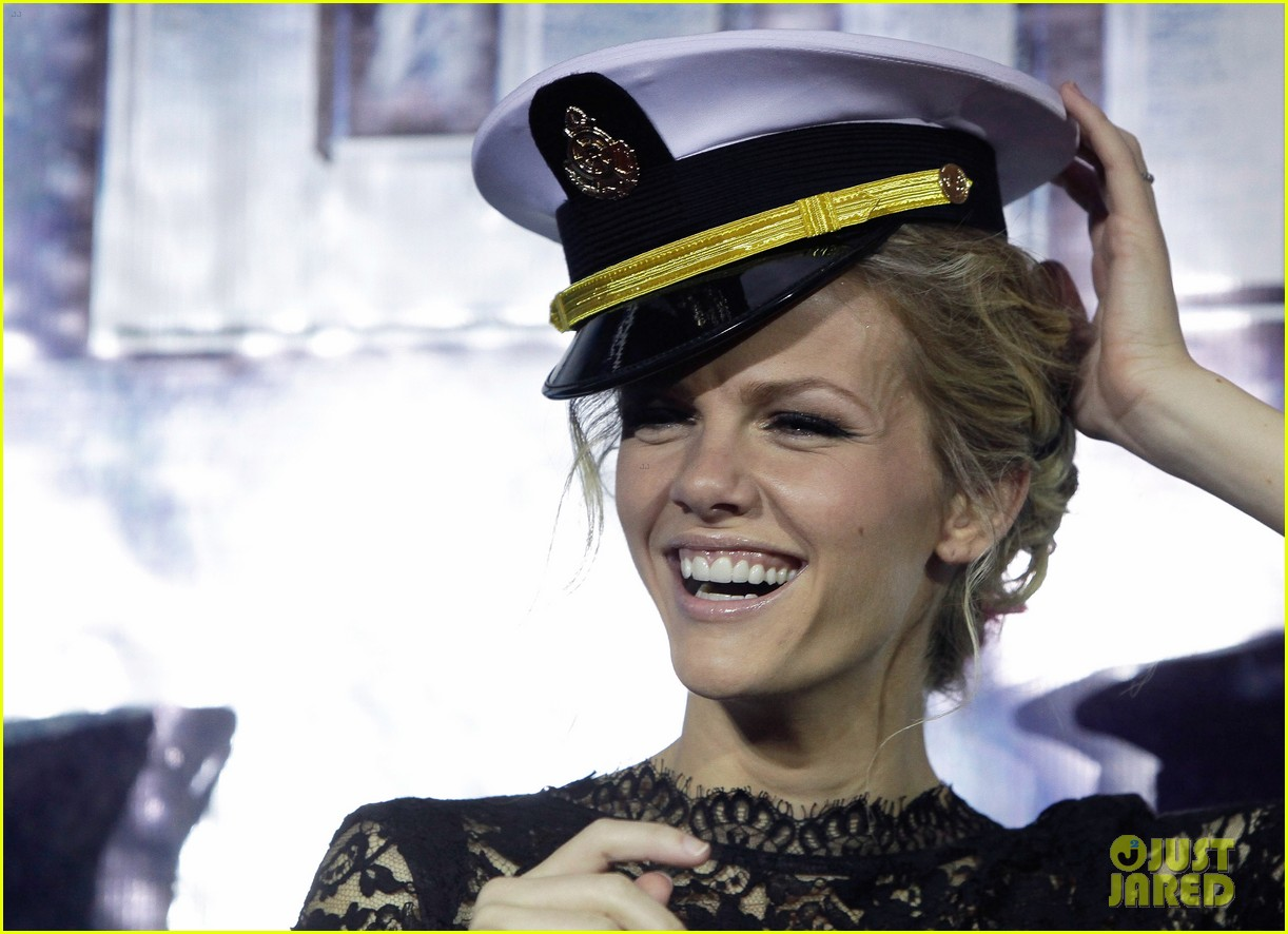 brooklyn decker battleship south korea premiere 02