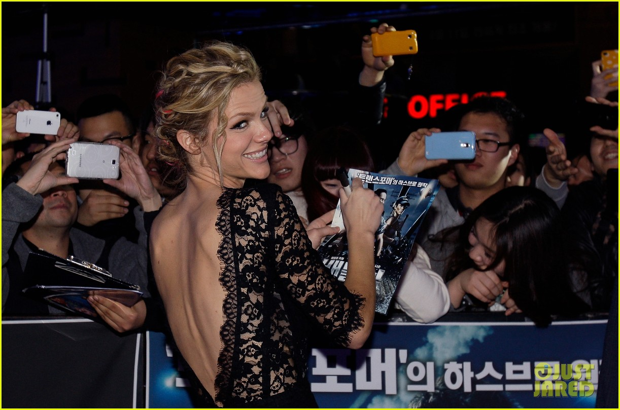 brooklyn decker battleship south korea premiere 262645441