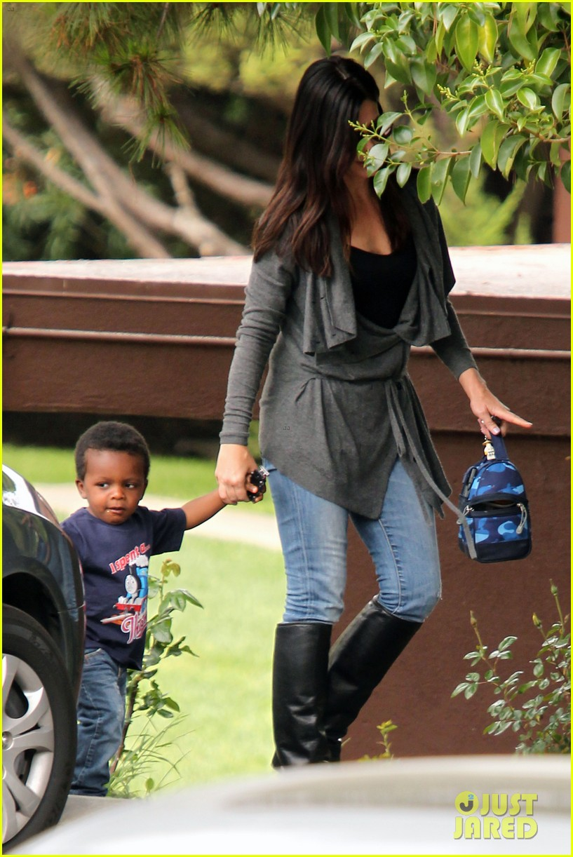 sandra bullock shopping trip with louis 01