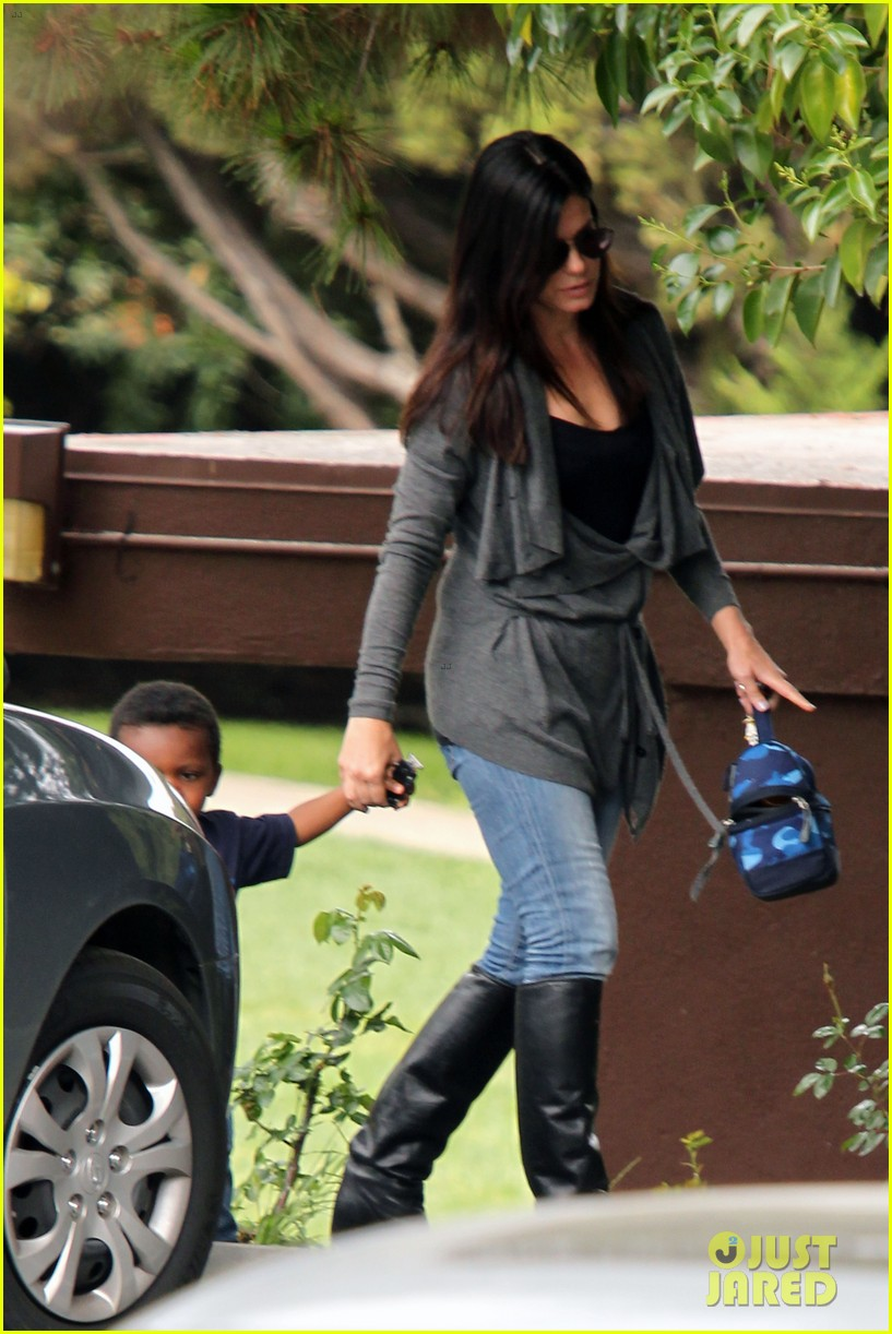 sandra bullock shopping trip with louis 09
