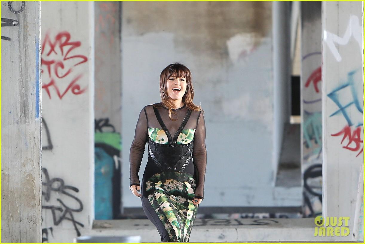 kelly clarkson dark side video shoot 102655085