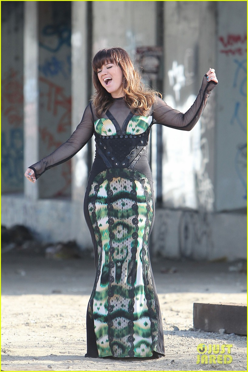kelly clarkson dark side video shoot 132655088
