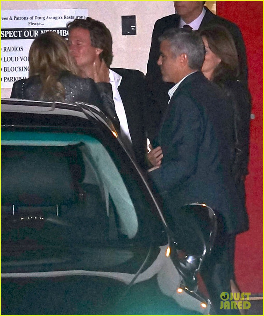 george clooney stacy keibler craigs bar grill date night 02