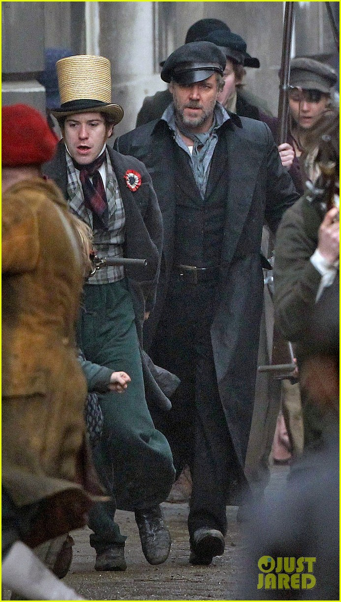 russell crowe eddie redmayne les miserables men 032648406
