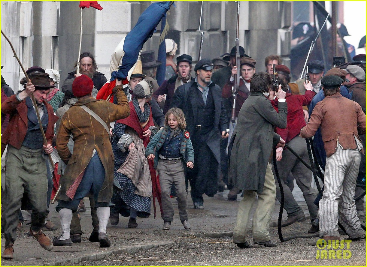 russell crowe eddie redmayne les miserables men 042648407