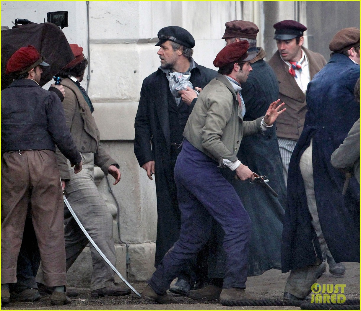 russell crowe eddie redmayne les miserables men 102648413