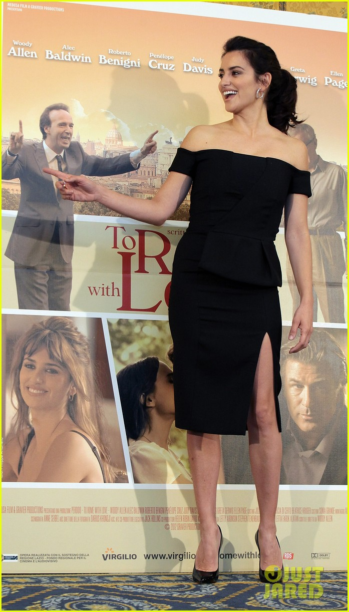penelope cruz to rome with love photocall 10
