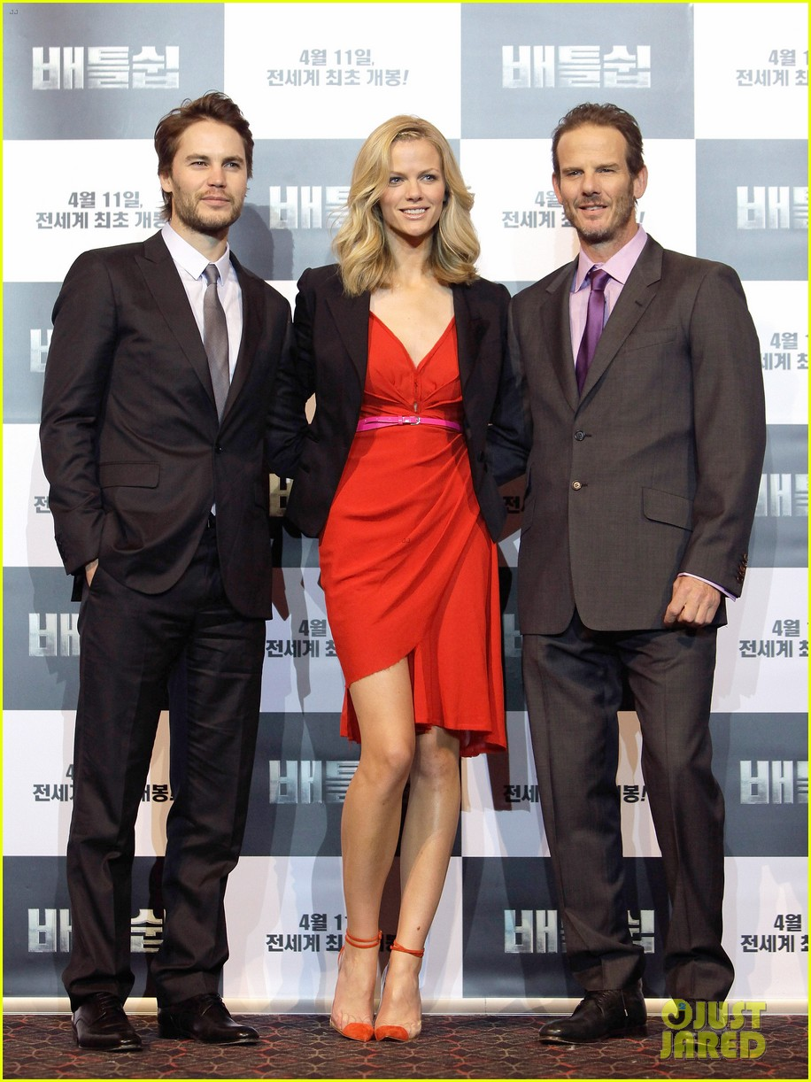 brooklyn decker taylor kitsch battleship in seoul 04