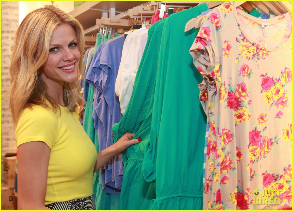 brooklyn decker splendid store opening with kate mara 032651321