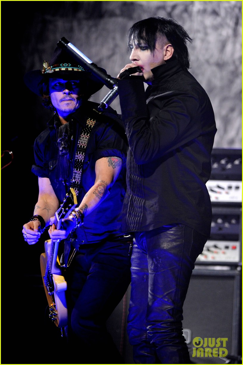johnny depp revolver golden gods awards with marilyn manson 102647958