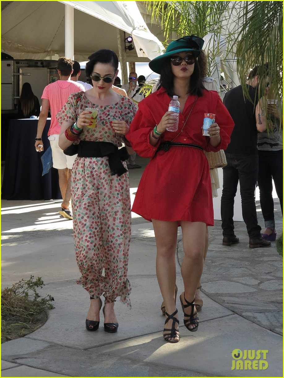 dita von teese coachella kiss 03