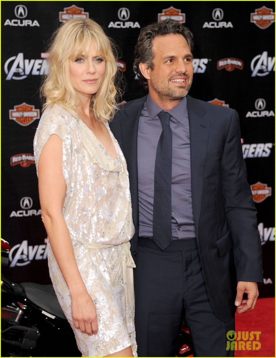 robert downey jr avengers premiere with wife susan 19