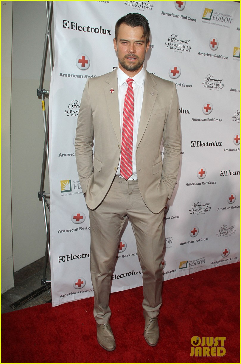 josh duhamel christa b allen red tie affair gala 01