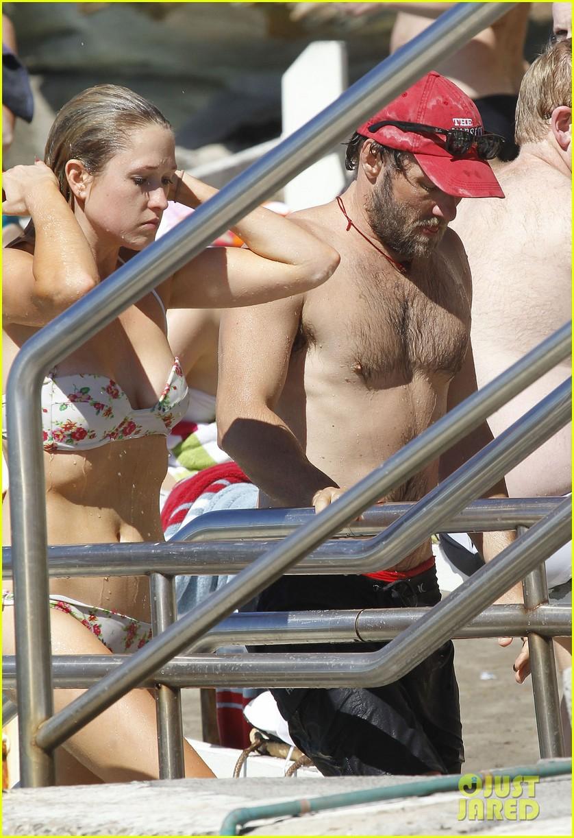 joel edgerton shirtless beach 032646700