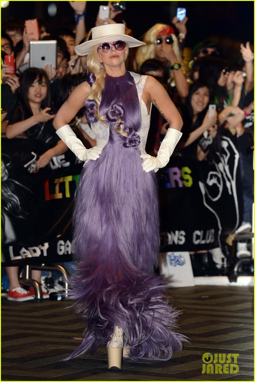 gaga-purple-dress-03.jpg
