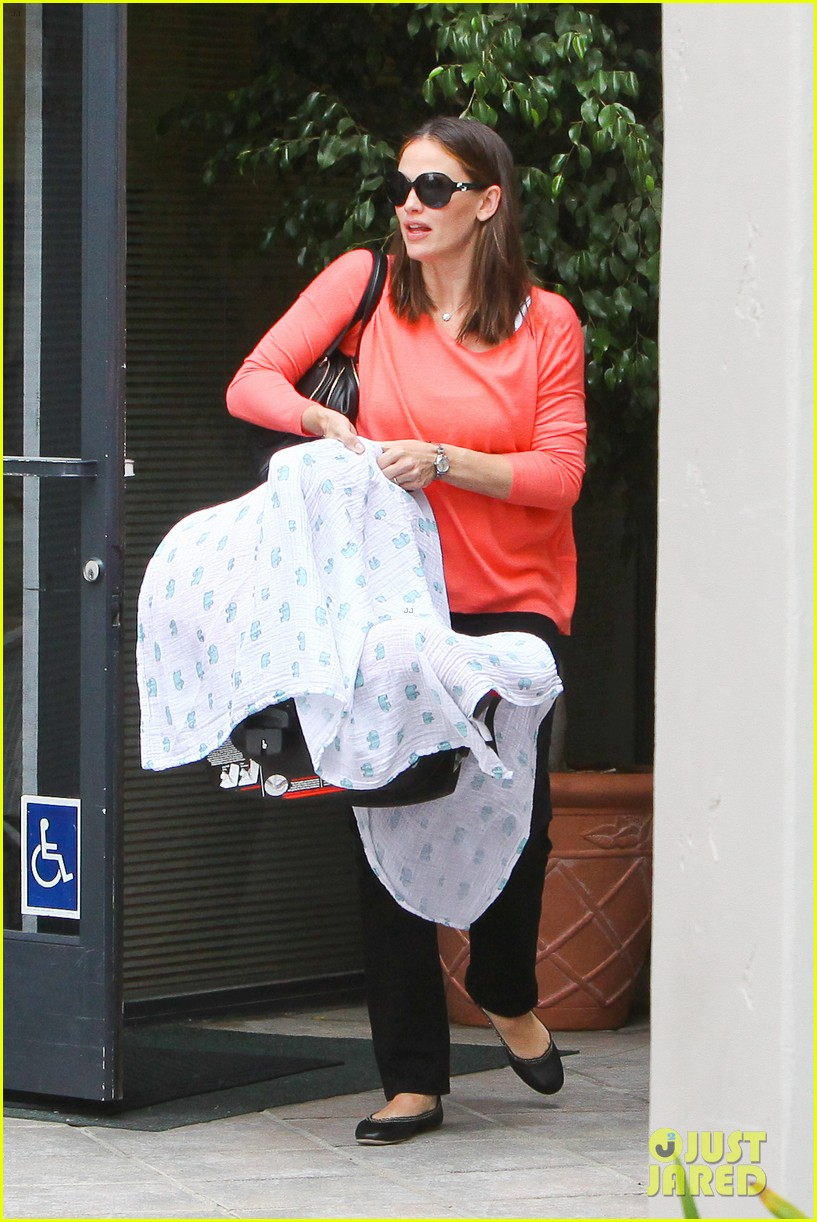 jennifer garner samuel doctors office 02
