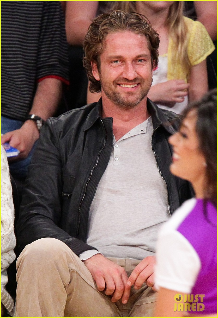 gerard butler lakers courtside 02