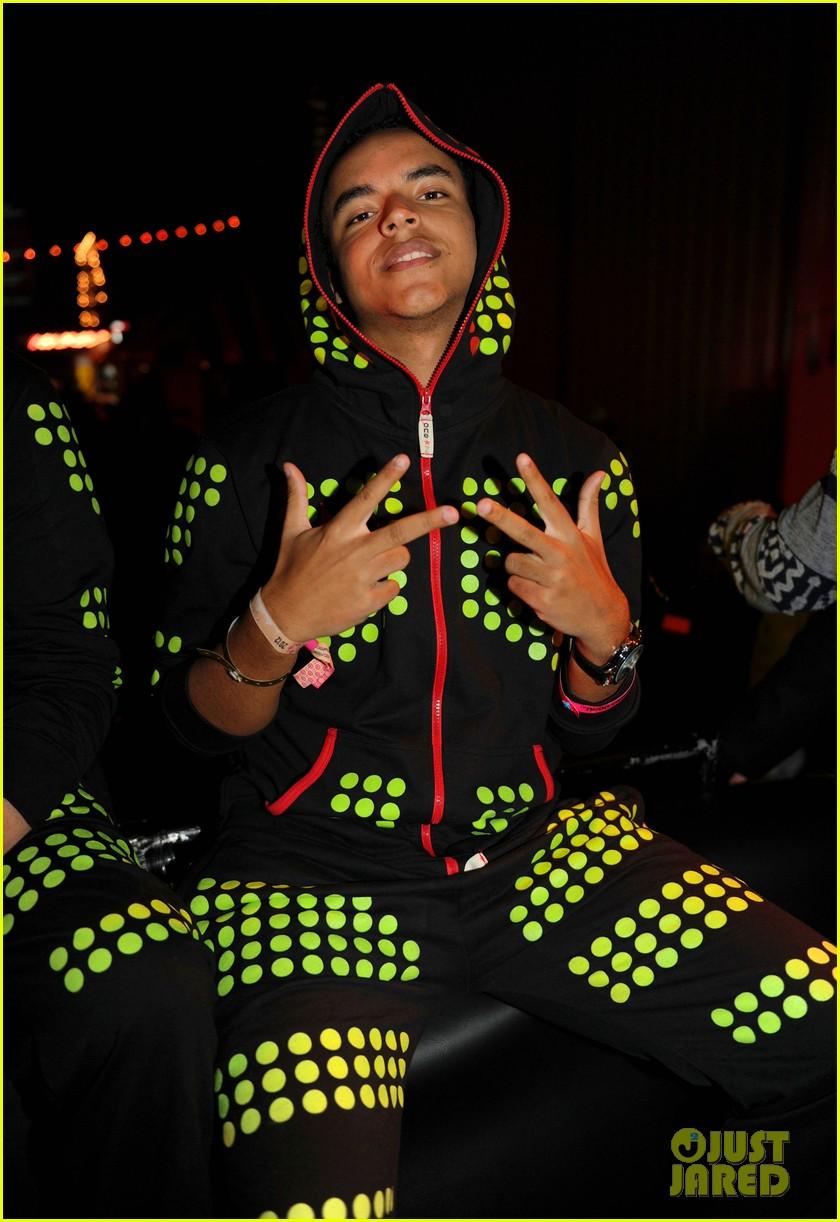 gerard butler neon carnival 042649180