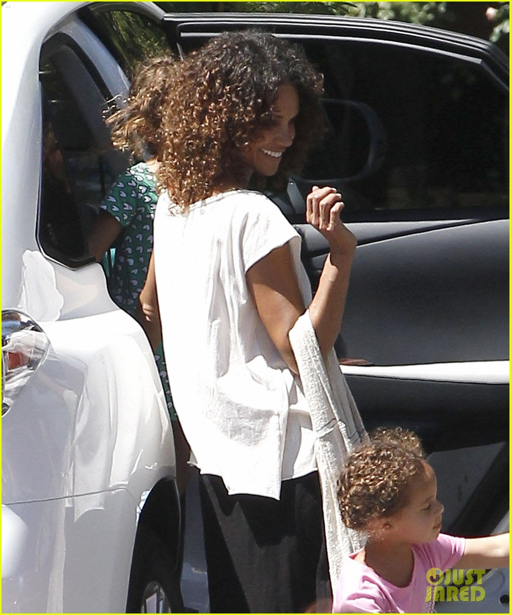 halle berry curly new do 052651563