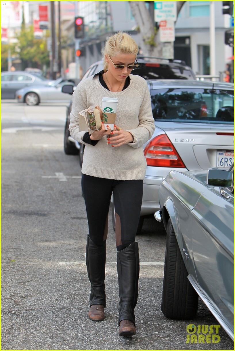 amber heard coffee sandwich stop 092643992