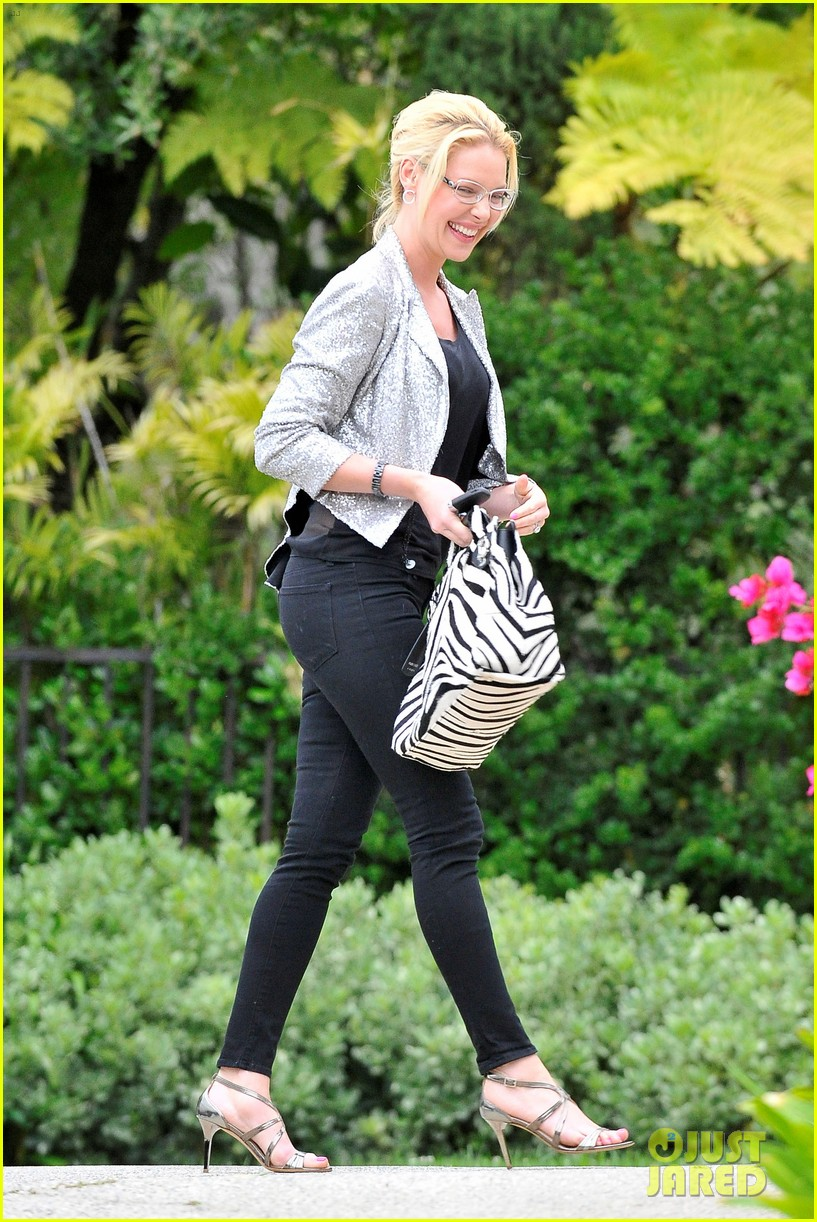 katherine heigl glasses giggles 07